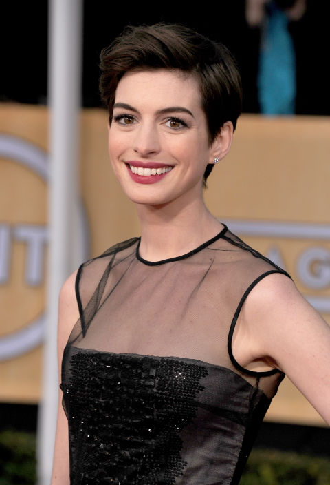 ANNE HATHAWAY'S SWEPT-BACK STYLE
