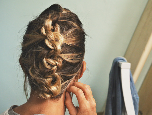 HAIR KNOT FRENCH BRAID HAWK