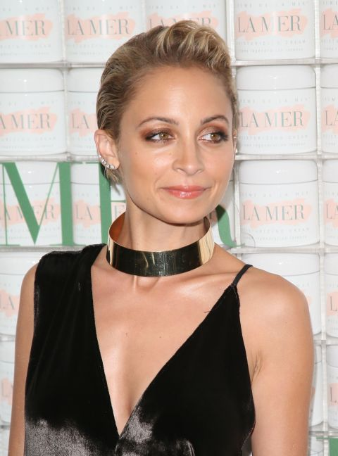 NICOLE RICHIE'S FLICKED BACK HAIR