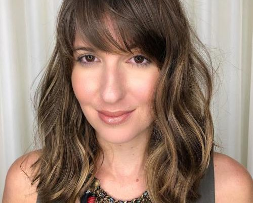 A line lob wih bangs and highlights