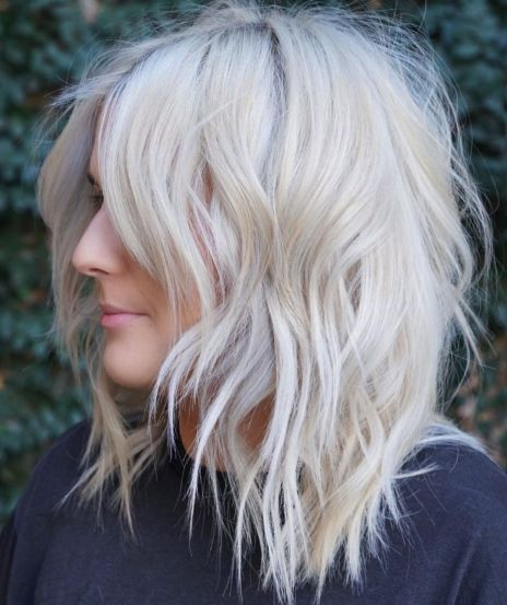 Blonde messy layered hairstyle