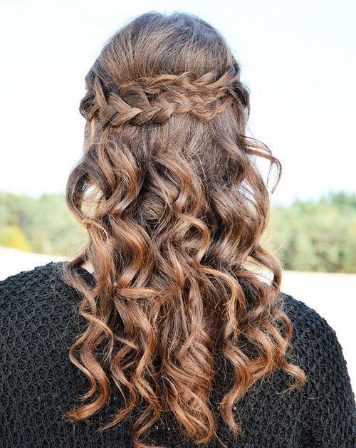 CURLY HALF UPDO WITH TWO BRAIDS