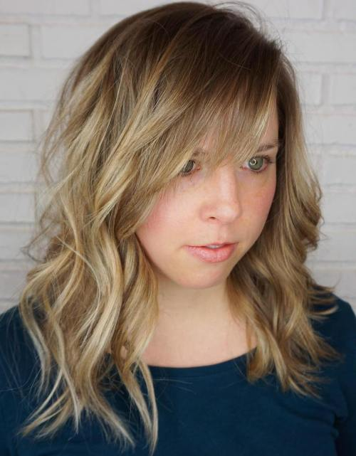 MIDLENGTH WAVY HAIRSTYLE WITH BANGS
