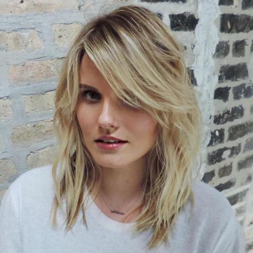 MIDLENGTH WAVY HAIRSTYLE WITH LONG SIDE BANGS