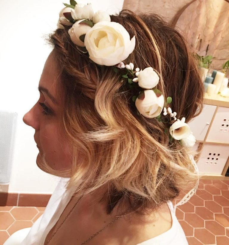 SHORT WAVY HAIR WITH FLOWER TIARA