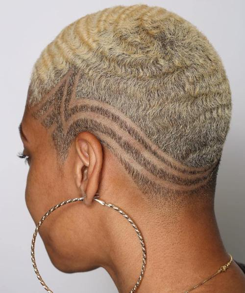 Very short blonde cut with 360 waves