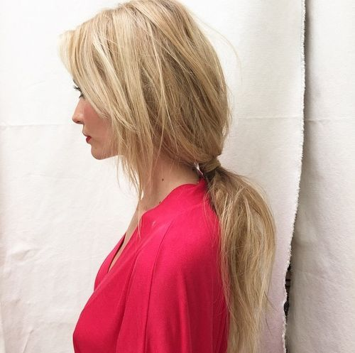 Low loose pony with side bangs