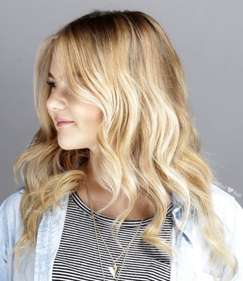 Medium to long wavy hairstyle for round face