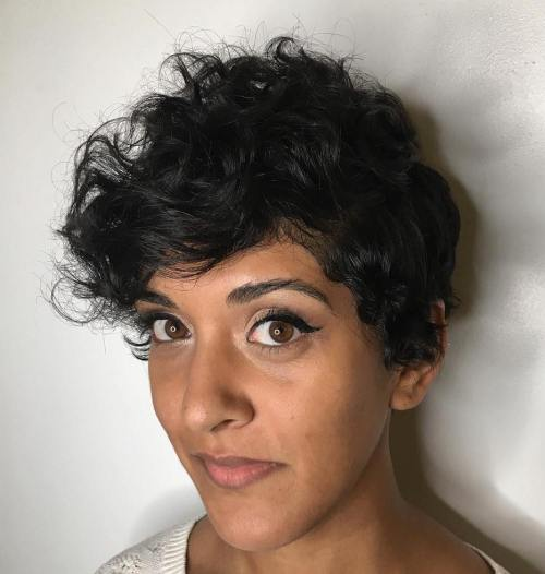 Sideparted pixie for curly hair