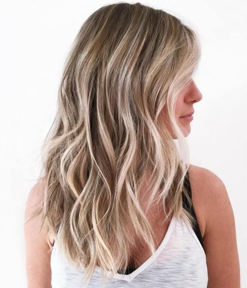 Bronde beach waves hairstyle