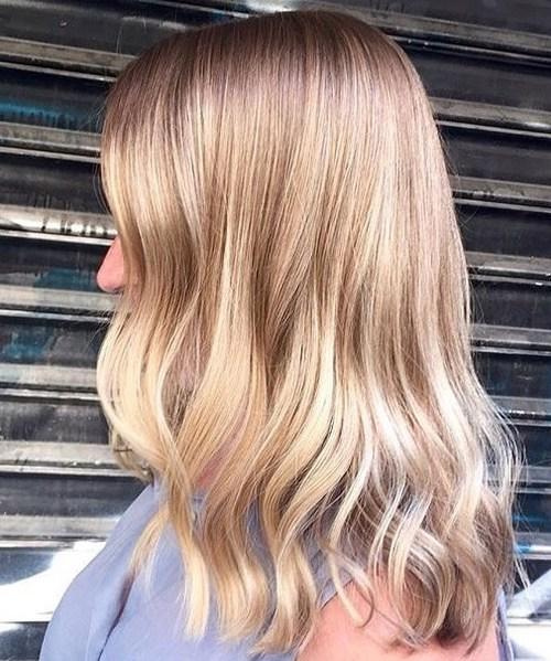 Brown blonde wavy hairstyle
