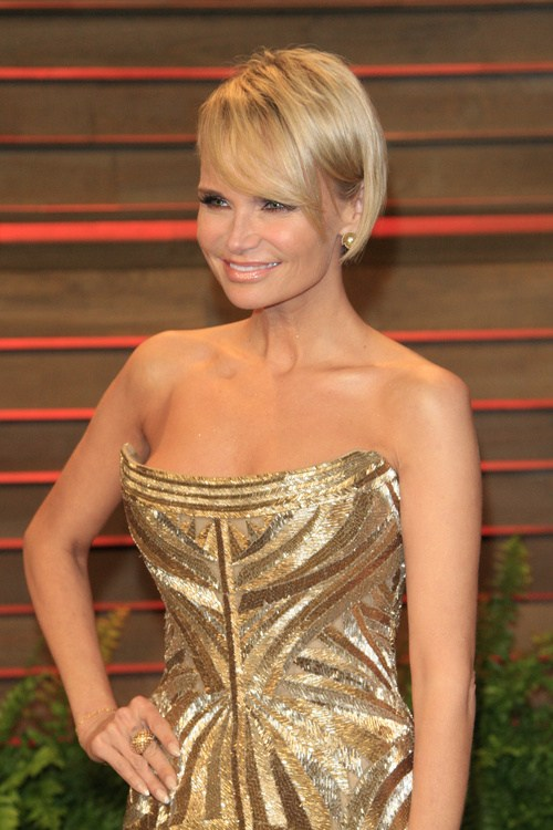 Kristin chenoweth short layered haircut for straight hair