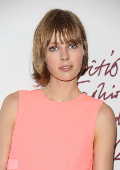 Short straight hairstyle with light horizontal bangs