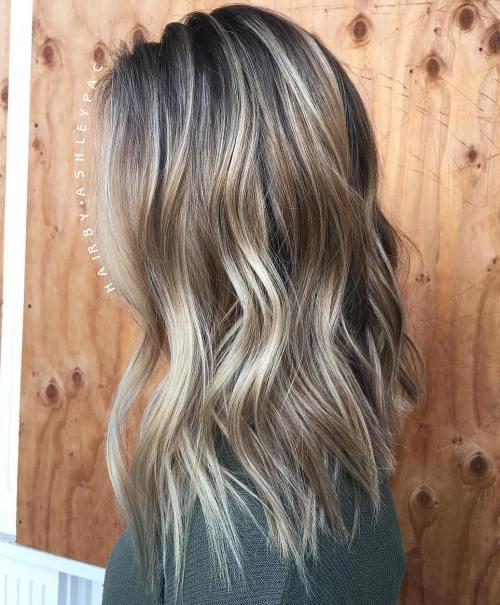 Shoulder length choppy bronde hairstyle