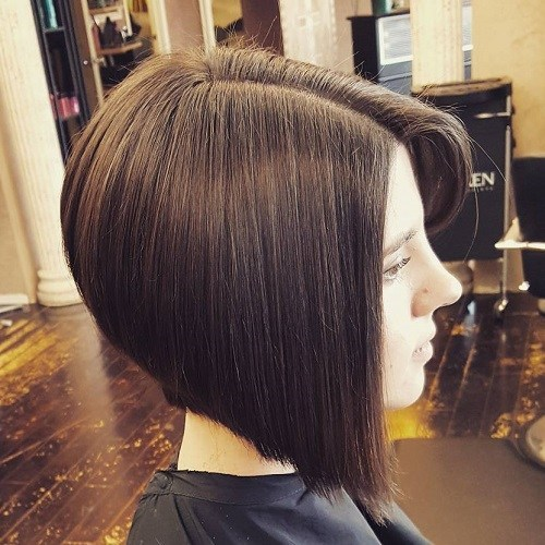 Sideparted angled bob straight hairstyle